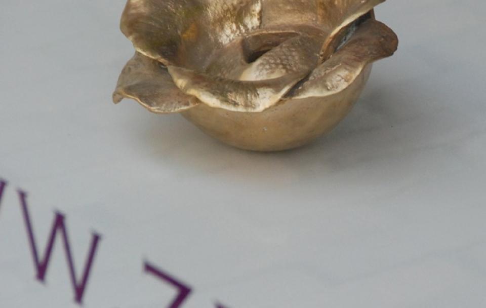 Pluimers_Floating-Flower-Maya