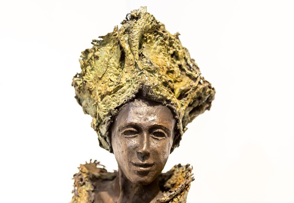 Kieta Nuij beelden in brons Het innerlijk beeld zichtbaar gemaakt, tastbaar. De weerspiegeling van de ziel. Verstilde beweging, gratie, schoonheid, maar ook spanning, worsteling, de ruwe kanten van de ervaring Expositie kunst galerie Zeven Zomers Nijmegen