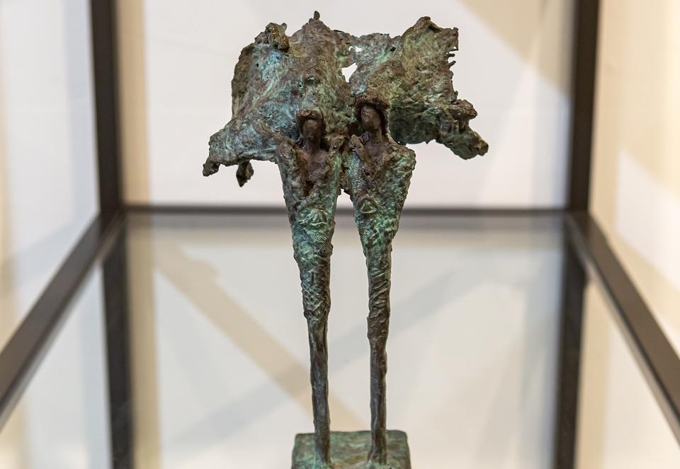 Kieta Nuij beelden in brons Het innerlijk beeld zichtbaar gemaakt, tastbaar. De weerspiegeling van de ziel. Verstilde beweging, gratie, schoonheid, maar ook spanning, worsteling, de ruwe kanten van de ervaring Expositie kunst galerie Zeven Zomers Nijmegen Eelko van Iersel